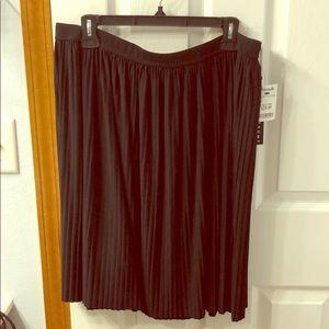 Black stretchy pleated skirt